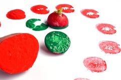 Impressão vegetal com batata, rabanete e pinturas coloridas Imagem de Stock Royalty Free