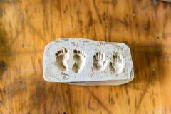 Impressões da argila dos pés e das mãos Fotos de Stock Royalty Free