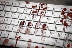Impressões digitais ensanguentados no teclado com ajuda da palavra Fotos de Stock