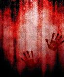 Impression sanglante de main sur le mur Images stock
