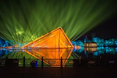 Impressioni sul lago ad ovest - Intorno-porcellana - notte con i laser e le luci principali Immagine Stock Libera da Diritti
