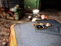 Impressionnant le nouvel appareil-photo de téléphone et juste de vérification de mon téléphone image stock