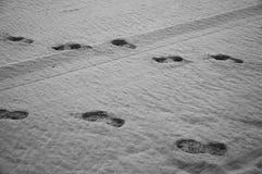 Impressions de chaussure dans le sable Photo libre de droits