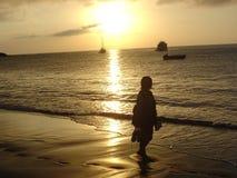 Impressions de pied dans le sable Photographie stock