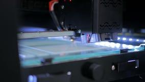 impressora 3D durante o trabalho Fotos de Stock Royalty Free