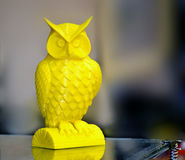 impressora 3D que imprime a figura amarela close-up Imagem de Stock Royalty Free