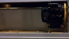 impressora 3d que imprime um objeto video estoque