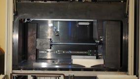 A impressora 3d tridimensional automática executa a criação do produto Fabricação moderna da impressão 3D ou do aditivo e video estoque