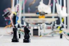 Impressora plástica tridimensional eletrônica durante o trabalho no scho fotografia de stock