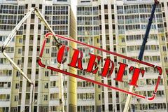 Imprima el ` del crédito del ` contra la construcción de una casa imagenes de archivo