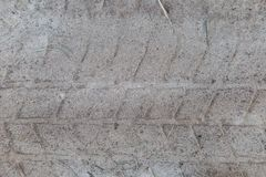Imprima a fuga do passo na areia, pneus do caminhão, trator, maquinaria agrícola, areia da estrada, borracha do protetor, pneus v Fotos de Stock
