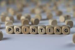 Imprimant - cube avec des lettres, signe avec les cubes en bois image stock