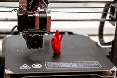 imprimante 3d et mains modèles imprimées Image libre de droits