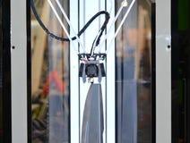 imprimante 3d triaxiale construisant le plan rapproché en plastique fondu liquide d'abstractobject gris Image libre de droits