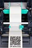 Imprimante de label de code barres photographie stock libre de droits