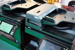 Imprimantes et copieurs de bureau photo stock