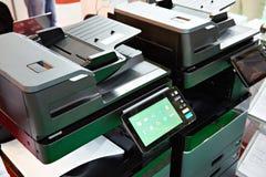 Imprimantes et copieurs de bureau photographie stock