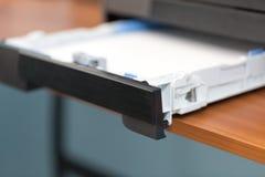 Imprimantes et copieurs de bureautique images libres de droits
