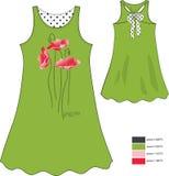 Imprimez les pavots rouges sur le vert du bain de soleil de la fille avec les cercles noirs photo libre de droits