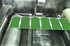 Imprimindo etiquetas na máquina de impressão da etiqueta Fotografia de Stock Royalty Free