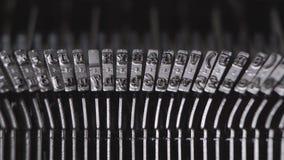 Imprimir na máquina de escrever velha video estoque