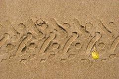 Impronta della motocicletta in sabbia Immagine Stock Libera da Diritti