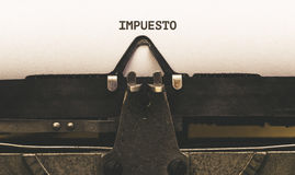 Impuesto, spanischer Text für Steuer auf Weinleseart Verfasser ab 1920 s Lizenzfreie Stockfotos