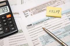 Impuestos federales de archivaje para el reembolso - forma de impuesto 1040 Imagen de archivo libre de regalías