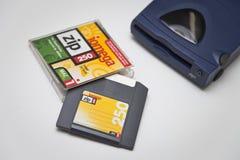 Impulsión de la cremallera 250 de Iomega, disco y caja de joya Fotografía de archivo