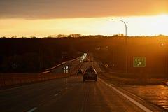 Impulsión de la puesta del sol abajo del valle Foto de archivo