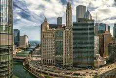 Impulsión de Wacker en la calle de Wabash El río Chicago y paisaje urbano elegancia imagenes de archivo