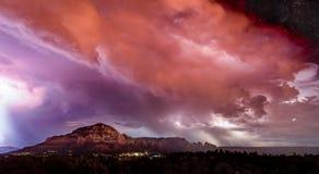 Impulsi di energia sopra il cielo di Sedona fotografia stock libera da diritti