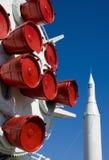 Impulsionadores brancos e azuis vermelhos do foguete imagem de stock