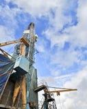 Impulso blu della pompa di gas di estate della tubatura Fotografie Stock Libere da Diritti