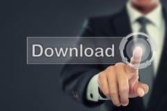 Impulso do homem de negócios para transferir o botão na tela virtual Foto de Stock Royalty Free