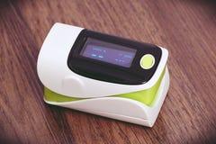 Impulsoximeter met OLED-het scherm stock foto's