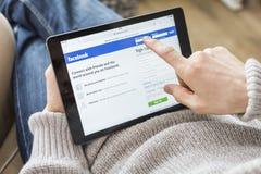Início de uma sessão da conta de Facebook Imagens de Stock