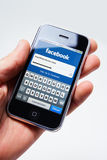 Início de uma sessão de Facebook no iphone da maçã Fotografia de Stock
