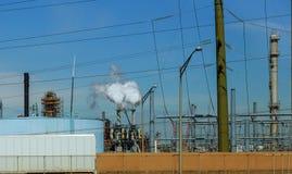 inżynierów stać otaczam rurociąg ropa i gaz przemysłem Zdjęcie Stock