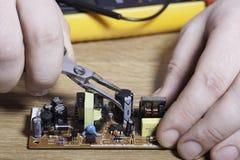 Inżynier elektronika Ręki zakończenie obraz stock