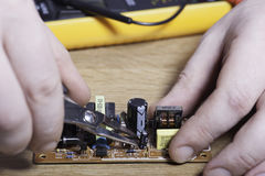 Inżynier elektronika Ręki zakończenie fotografia royalty free