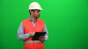Inżynier lub architektura Robi prezentaci z pastylką na Digital ekranie Lewa strona zbiory