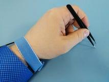 Inżynier ręka z ESD wristband zdjęcia stock