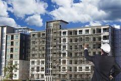 Inżynier sprawdza plac budowy budowę Zdjęcie Stock