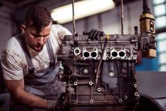 Inżyniera naprawiania silnik Obraz Stock