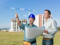 Inżyniery dyskutuje budować w toku Fotografia Royalty Free