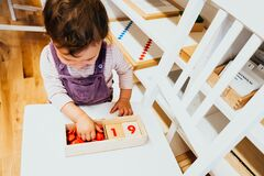 Free In Montessori Methodology, Students Learn Mathematics Using Their Hands With Adapted Materials, A Girl Learning Game In Class Stock Photo - 177744070