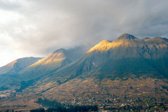 Inaktiv stratovolcano Imbabura, Otavalo, Ecuador Stockfotografie
