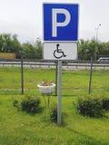 inaktiverat parkerande folktecken Royaltyfria Foton