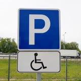 inaktiverat parkerande folktecken Fotografering för Bildbyråer